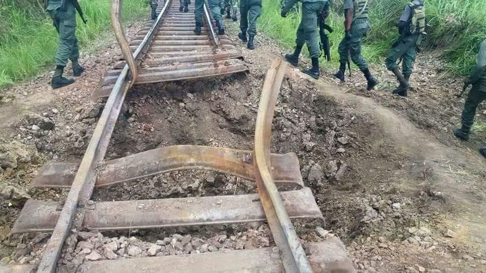 Arrêt sur image : Les ninjas Nsilulu ont dynamité les rails entre Matoumbou et Massembo Loubaki