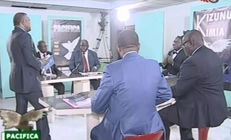 Débat : Le livre du Maire de Brazzaville Hugues Ngouelondélé divise le PCT [Vidéo]