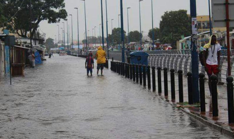 Brazzaville sous l'eau après 15 ans de grands travaux bâclés : Nageons seulement ! [Vidéo]