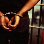 prisonnier-en-menotte