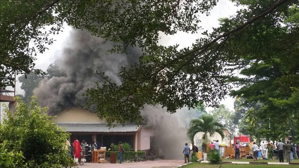 Arrêt sur image : La boutique de vente des sœurs religieuses prend feu (Cathédrale de Brazzaville)