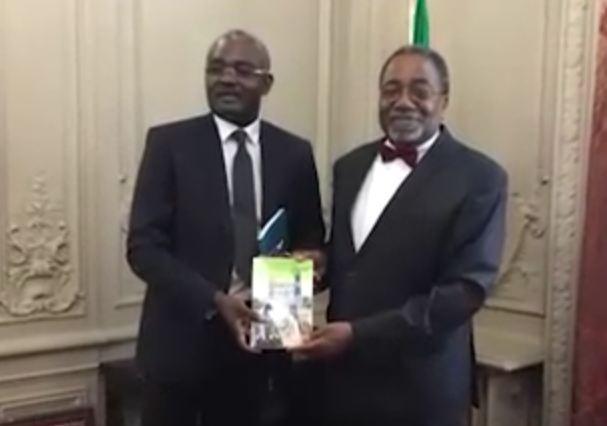 Michel Innocent Peya présente «Vision verte de Denis Sassou Nguesso » à Rodolphe ADADA et à l'UNESCO à Paris