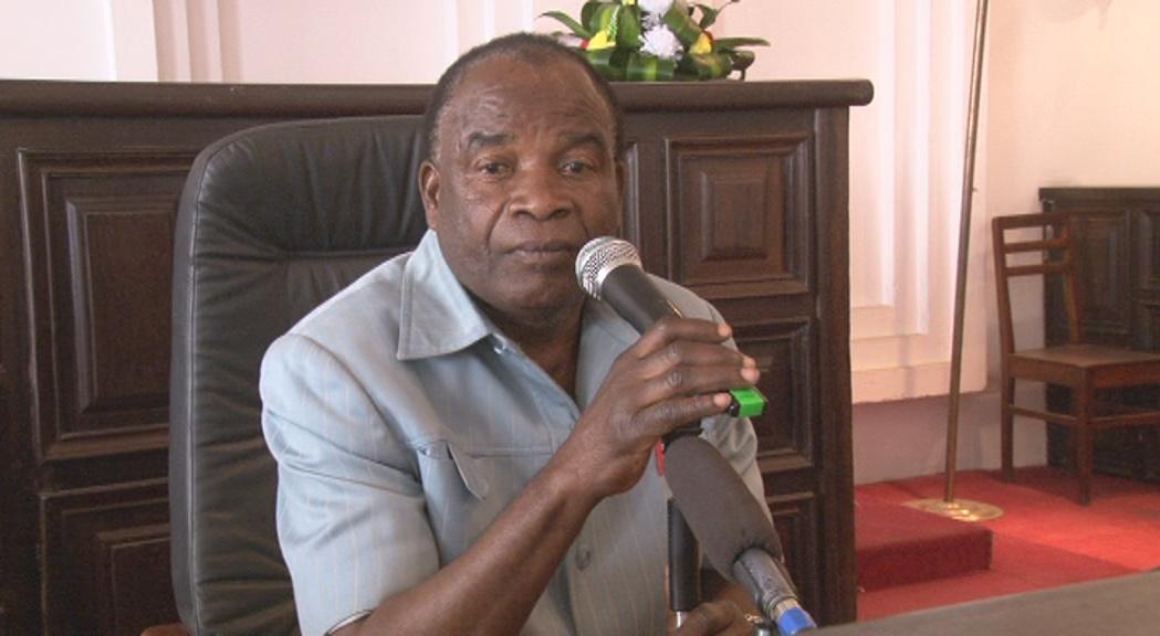 Humour : Morel Kihouzou le maire de Makélékélé a encore frappé [Vidéo]