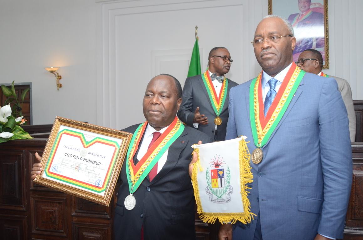 Hugues Ngouélondélé  oblige les commerçants à repeindre les façades de tous les établissements avant le 15 août