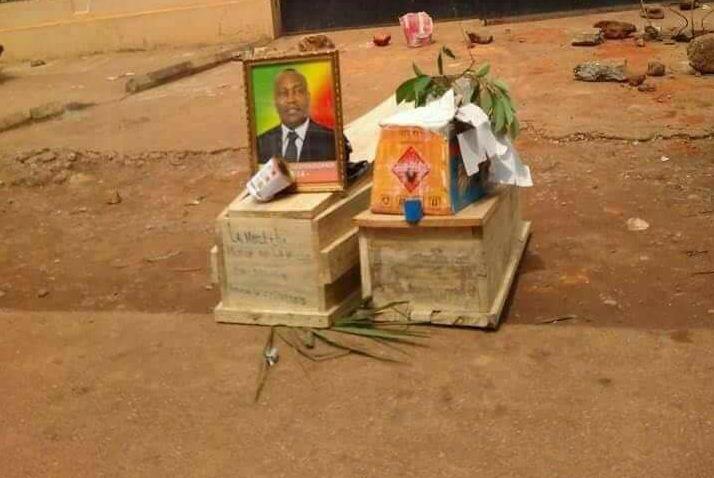 Drôle d'adieu des Dolisiens à leur ancien maire Yves Diokouandi