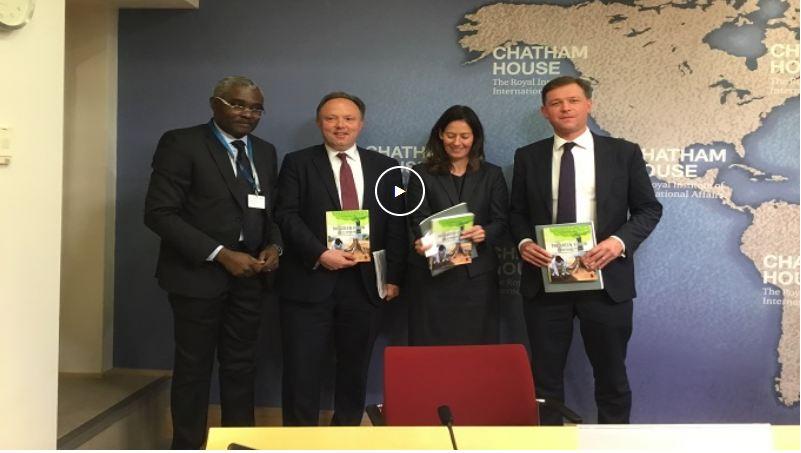 Londres – Conférence sur les changements climatiques : Michel Innocent Peya dédicace «Vision verte de Denis Sassou N'Guesso » aux ministres britannique et canadien