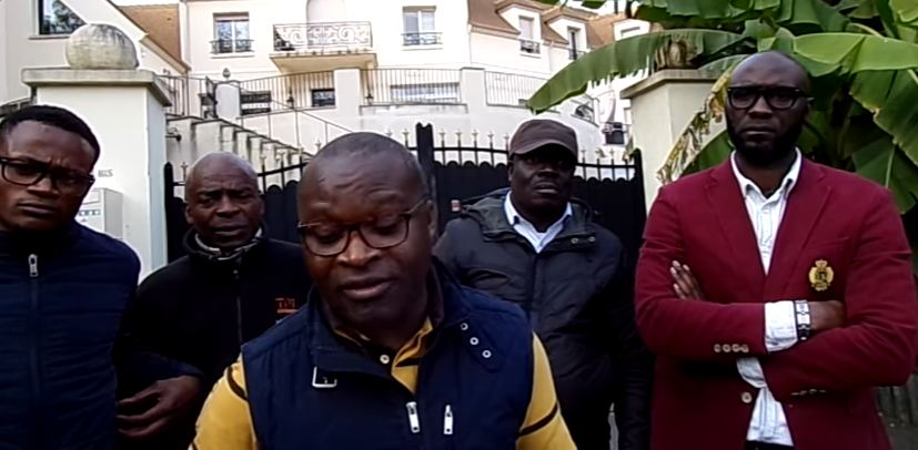 Les indignés du 242 devant le domicile de Wilfrid Etoka à Paris [Vidéo]