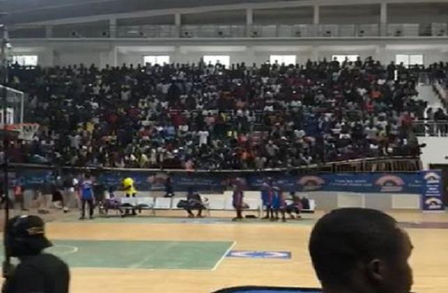 Écroulement  d'une barrière du gymnase de Makélékélé : Bilan, plusieurs blessés