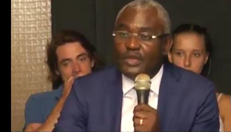 Congo – Climat : Sortie en apothéose pour Michel Innocent Péya, lors de la présentation de son nouveau livre intitulé « Bombe N »