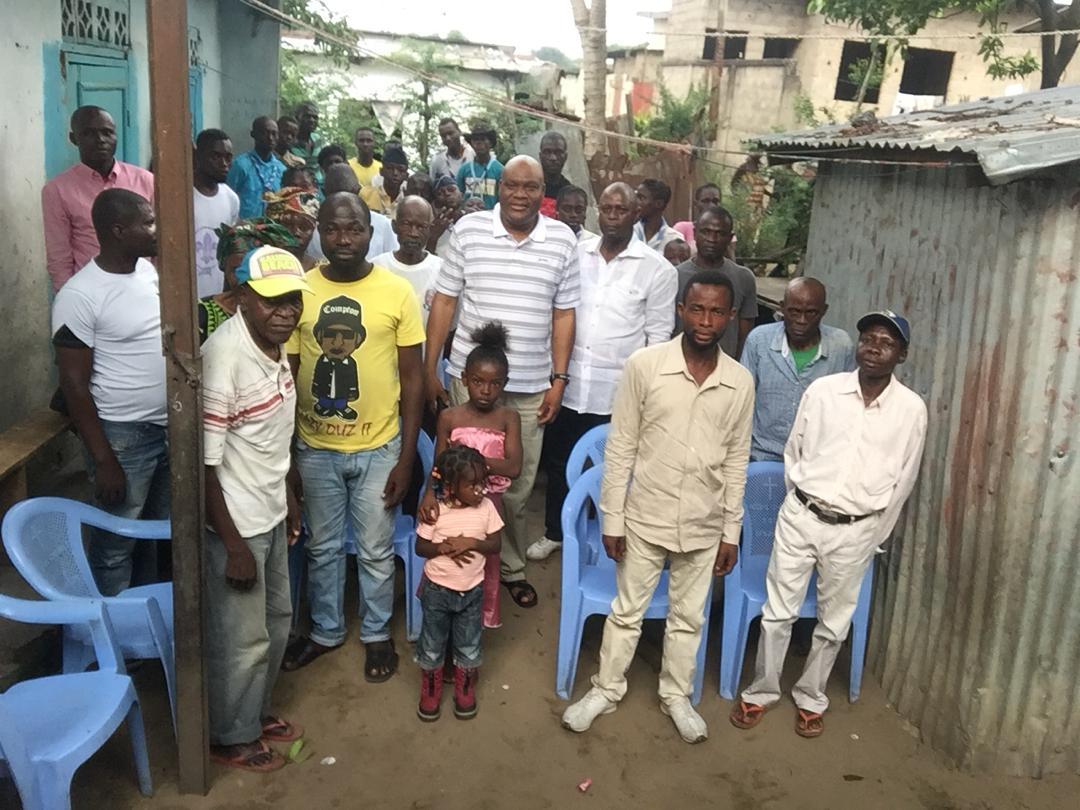 Visite de Paulin Makaya aux militants du quartier Ngassa à Makélékélé