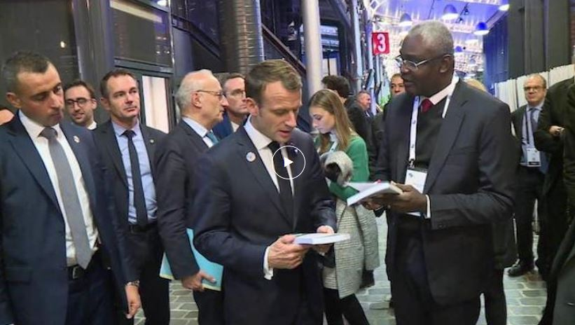 Michel Innocent Peya dédicace ses oeuvres et traduit la vision écologique de Denis Sassou Nguesso à Emmanuel Macron, Christine Lagarde (FMI) et Antonio Guterres (ONU)