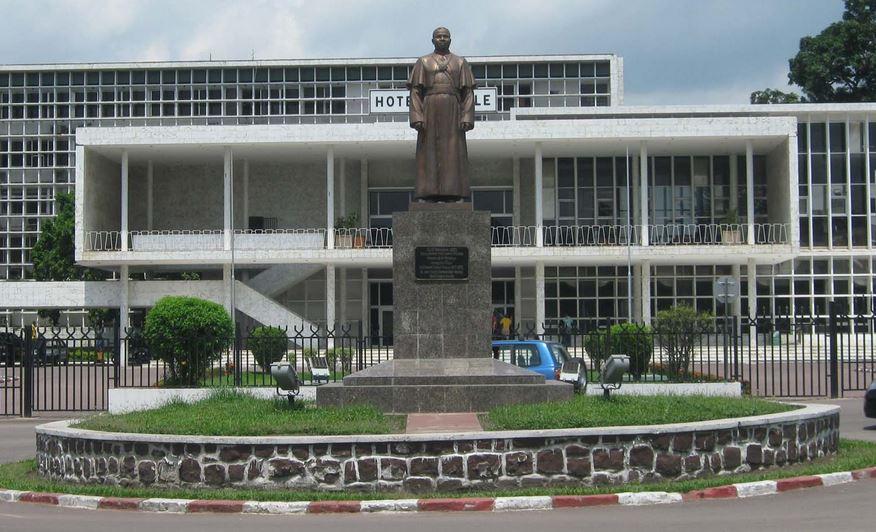 Mairie de Brazzaville : Christian Roger Okemba – Emilienne Nguesso Mouébara, la guerre des éléphants