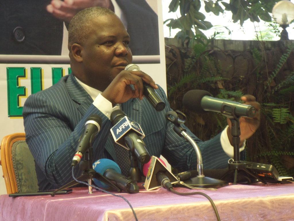 Elvis Tsalissan Okombi botte en touche sa radiation de l'UMP