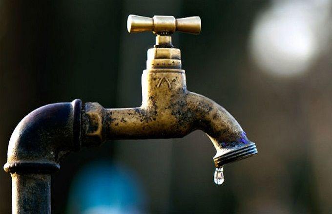 Pénurie et fuite des tuyaux d'eau