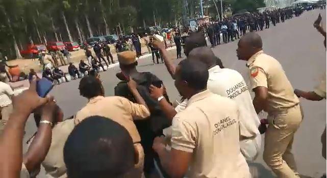Un policier voleur démasqué par les douaniers