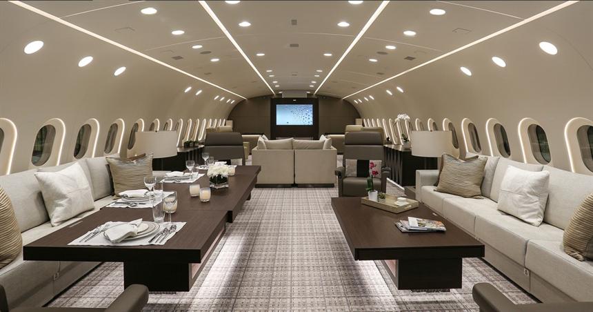 Pour parler écologie avec Macron, le président congolais vient à bord d'un… Boeing 787 !