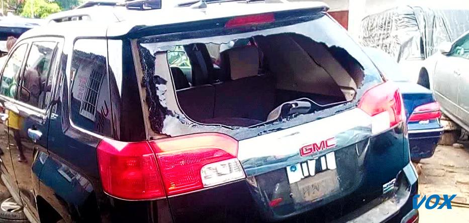 Un malade mental cassse le pare-brise d'un vehicule à Pointe-Noire
