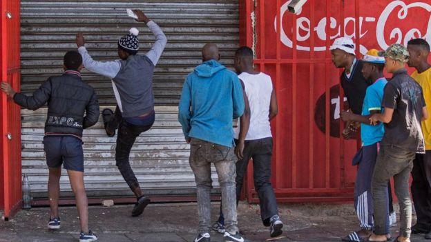 Confinement au Congo: des magasins pillés à Brazzaville pendant le couvre-feu