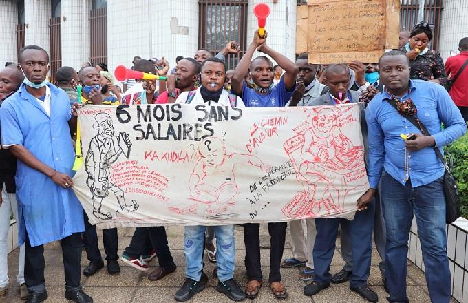 Après 6 mois sans salaires, les enseignants volontaires menacent de boycotter l'année scolaire 2020-2021