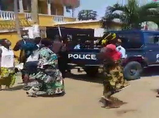 Quand les femmes de Ngoyo (Pointe-Noire) défient la Police