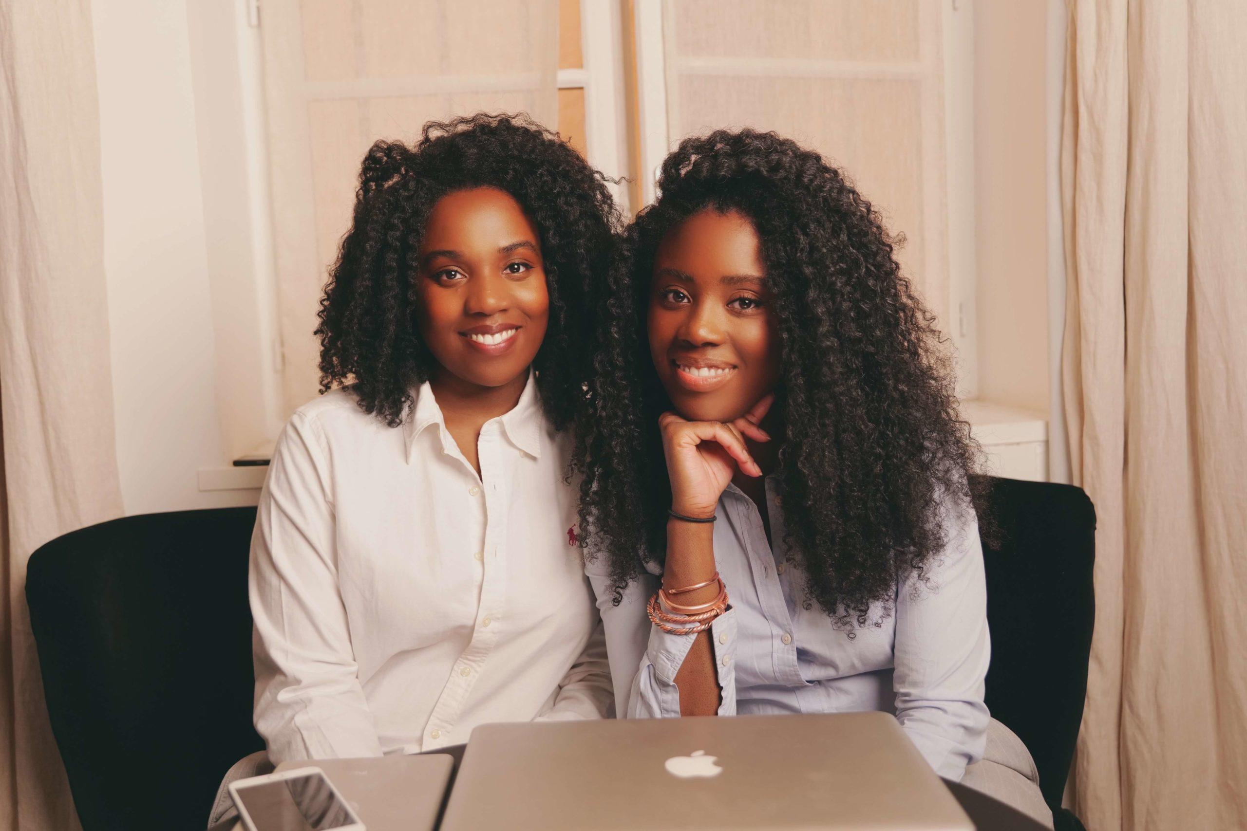 Transition capillaire :  « ELLE EBENE », deux sœurs congolaises à l'honneur en France