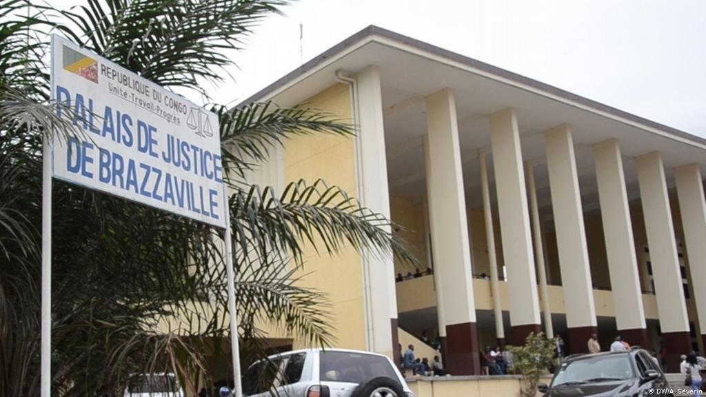 Congo-Brazzaville : Un avocat arnaquerait ses clients pour s'acheter des parcelles et des voitures