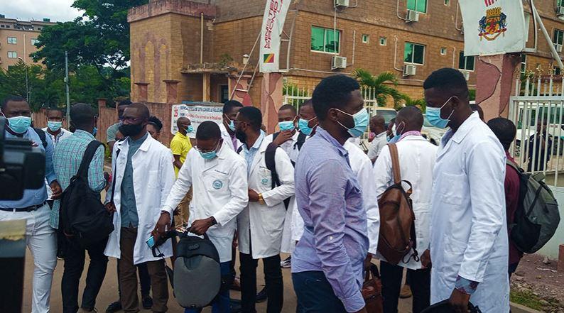 Les médecins finalistes réclament leurs diplômes