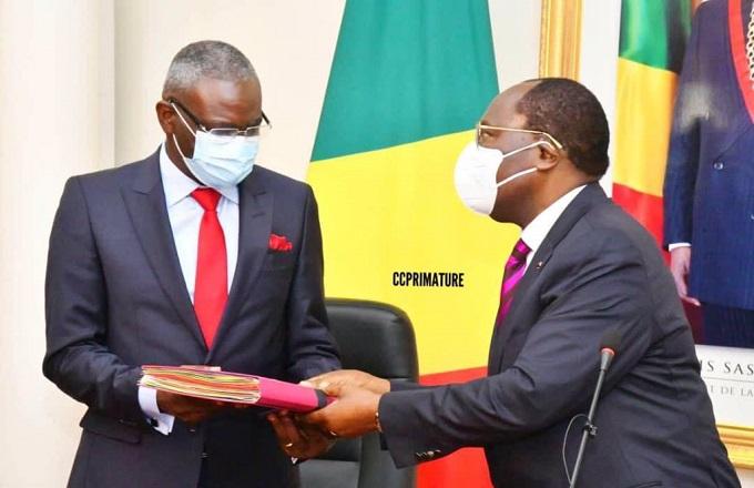 Congo : le premier ministre Makosso semble patauger dans la boue