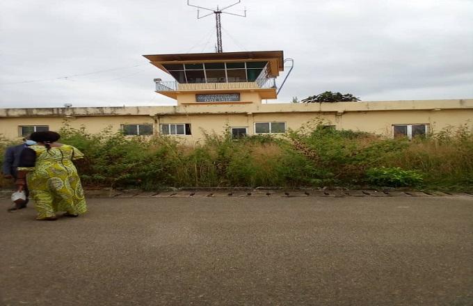 Dans l'aéroport fantôme de Dolisie, temple des grands projets inutiles